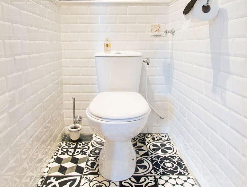 Ремонт туалета в светлых тонах