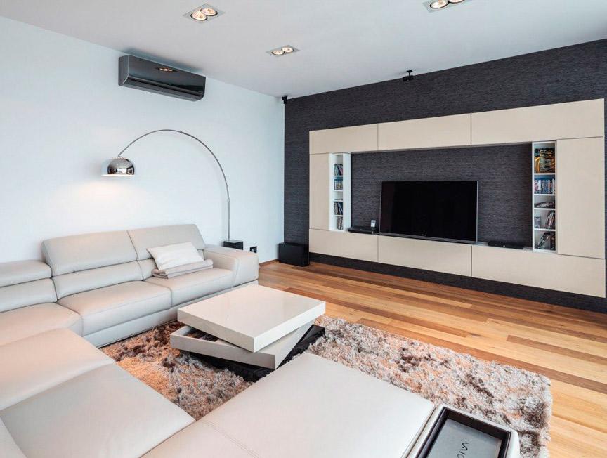 Свободная гостиная с дизайнерским ремонтом